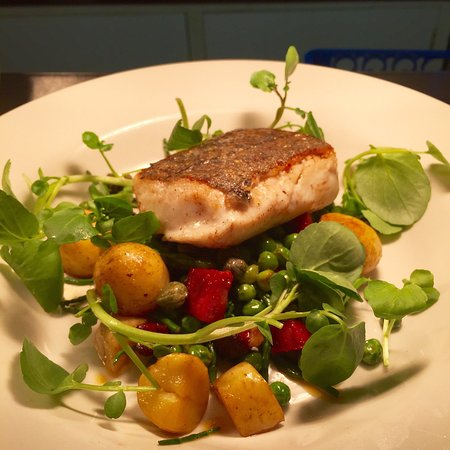 Buckland Monachorum, UK: Fish dishes off our special boards