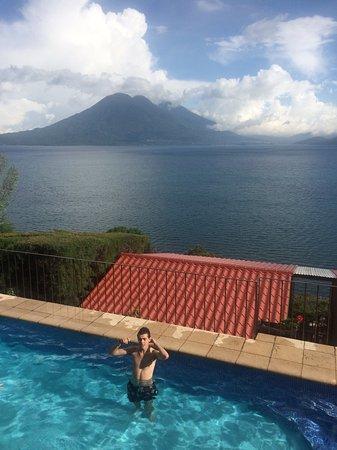 Lomas de Tzununa: View from pool