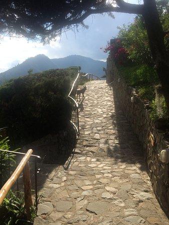 Lomas de Tzununa: One of the hotel paths.