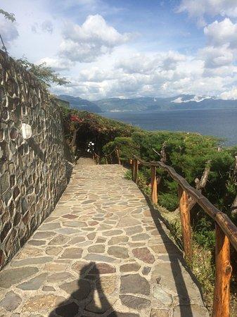 Lomas de Tzununa : One of the hotel paths.