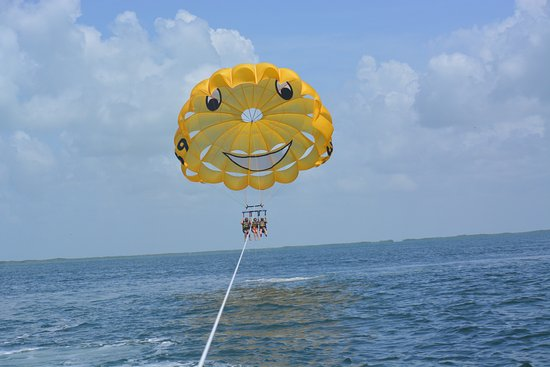 ‪Key Largo Parasail‬