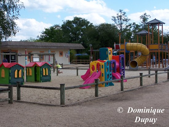Pierrefitte sur Sauldre, Francia: Aire de jeux