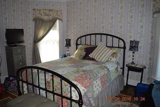 The Garver House Bed & Breakfast : Our room also had a fire place