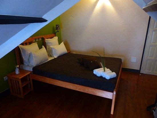 Chambre sous les combles - Photo de La Rizière, Fianarantsoa ...