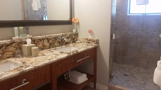 Depoe Bay, OR: Large shower and vanity area with 2 sinks