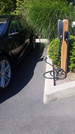 Depoe Bay, OR: Tesla car charger