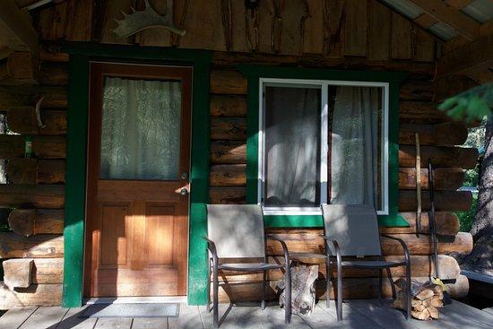 Alaska Creekside Cabins: Miners cabin porch