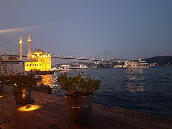 Radisson Blu Bosphorus Hotel, Istanbul: Açık alan Restoran Manzarası