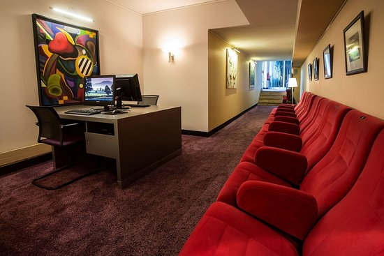 Turm Hotel-a Supranational Hotel: business corner