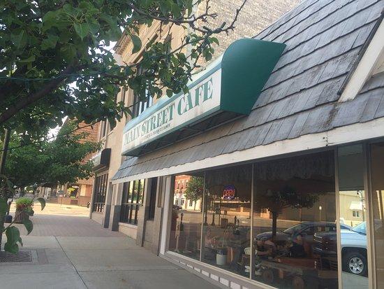 Saint Johns, MI: The exterior of Main Street Cafe.