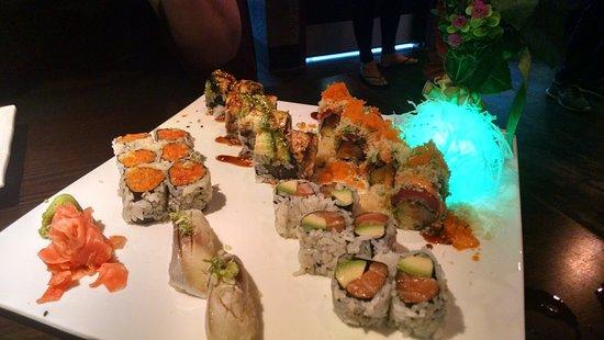 Broadview Heights, Οχάιο: Mackerel Nigiri and various rolls