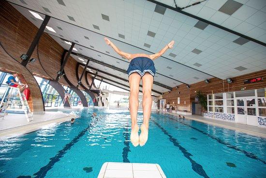 L'Epine, France: Plongeons dans la piscine couverte.
