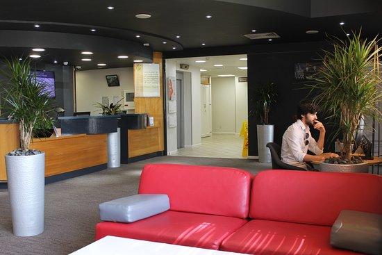 Ibis Cardiff Gate: Lobby