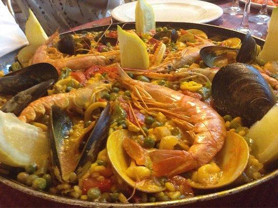 Los Mariscos: Délicieuse paella, pleine de coquillages et crustacés.