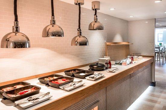 Holiday Inn London - Camden Lock: Breakfast Bar