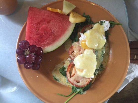 Menominee, MI: Cute!!! Veggie eggs Benedict.