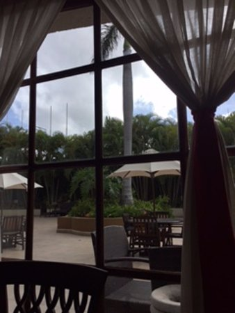 Clarion Hotel Real Tegucigalpa: View from inside restaurant overlooking part of pool area