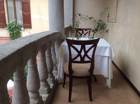 Bagnara di Romagna, إيطاليا: Tavolino sul balcone interno