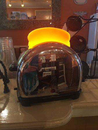 Menominee, MI: Unique antique toaster light