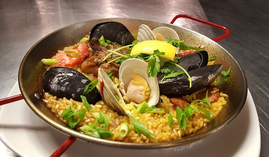 Woodstock, CT: Paella