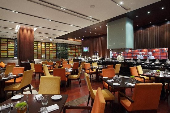 Holiday Inn Bangkok Silom: The Brasserie