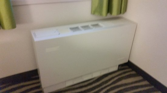 Holiday Inn Winnipeg - Airport West: Old noisy bedroom heating unit. Made noise all night long.