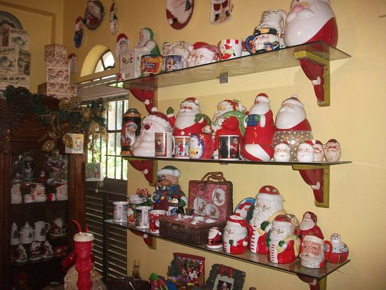 Antipolo City, Philippines : Santa Clause cookie jars, mugs and tea cup set