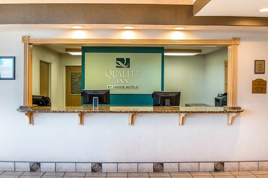 Quality Inn Burlington: Welcome Desk