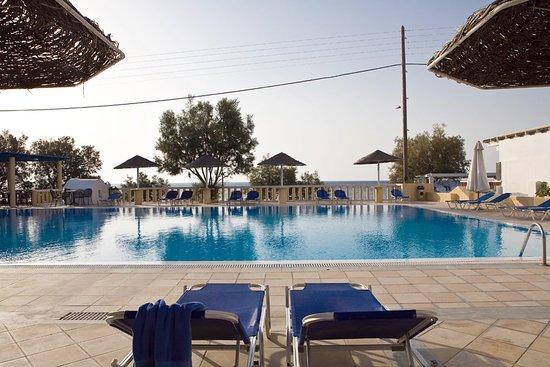 Kamari Beach Hotel: Swimming pool
