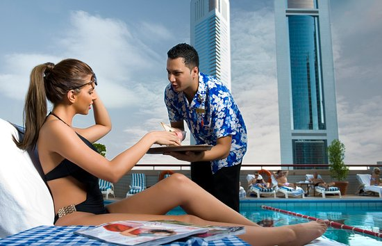 Crowne Plaza Dubai: relax by the outdoor pool