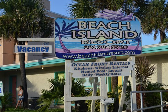 Beach Island Resort: The no-vacancy sign was up until the morning we checked out. It was sold out.