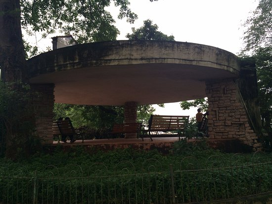 Kamala Nehru Park: Round Gazebo with Echo Effect