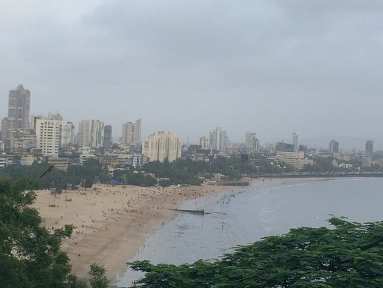 Kamala Nehru Park: View of Chowpatty Beach & Marine Drive from the Park
