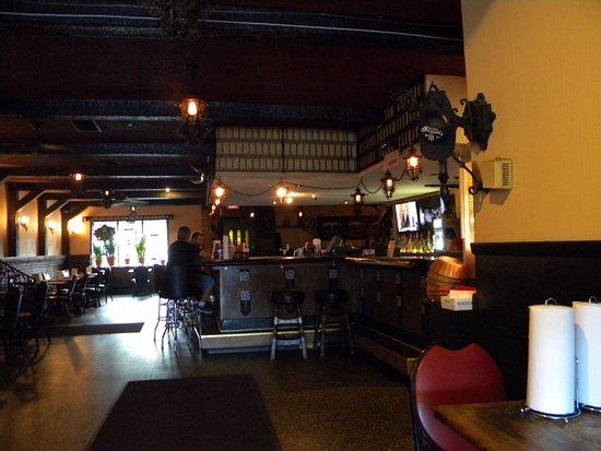 Swiston's Beef & Keg: Bar area..