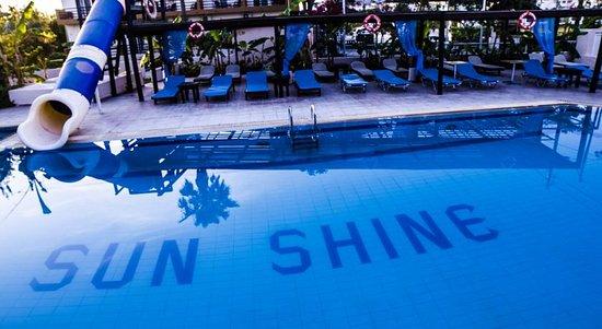 Sunshine Hotel Apartments: pool