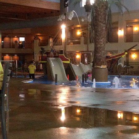 Ramada Tropics Resort / Conference Center Des Moines: photo4.jpg