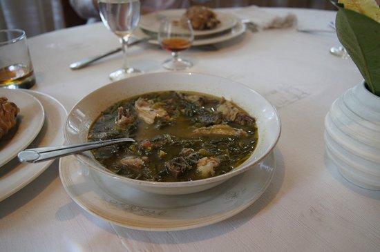 Chez Mariette : Рамазава - бульон из четырех видов мяса с кучей местной зелени. Вкусно!