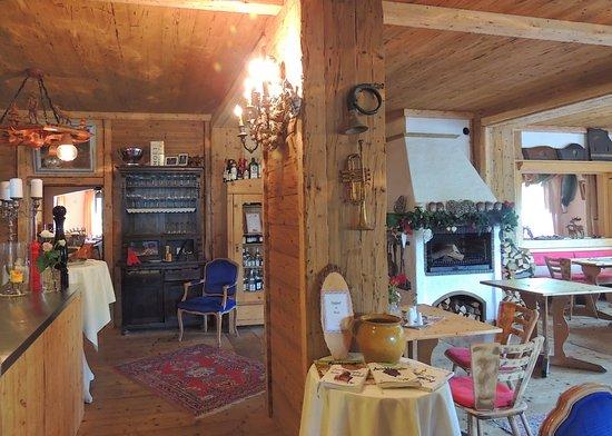 Fichtelberg, Alemania: Nettes , uriger Speisesaal , hell und Lichtdurchflutet...