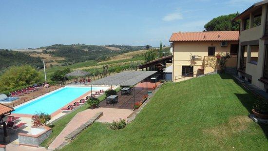 Montespertoli, İtalya: Piscine, jacuzzi et une partie des hébergements