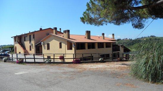 Montespertoli, Italia: La résidence vue à partir du domaine viticole juste à côté