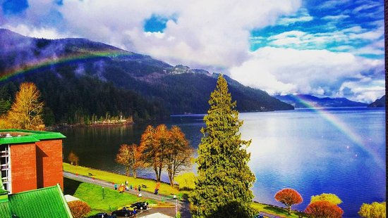 Harrison Hot Springs Resort & Spa: View from the hotel room - amazing rainbow!