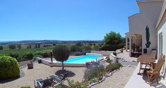 Cailhau, France: Pool & terrace