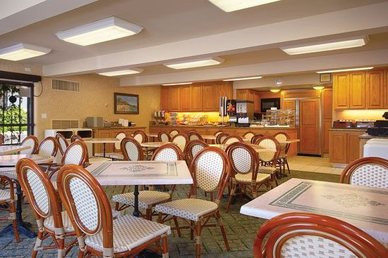Laguna Hills, Californien: Breakfast Lounge