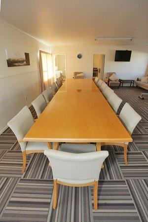 ASURE Fountain Resort Motel: Boardroom Table