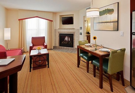 Port Saint Lucie, ฟลอริด้า: Vacationing families will appreciate our spacious 1-bedroom suites.