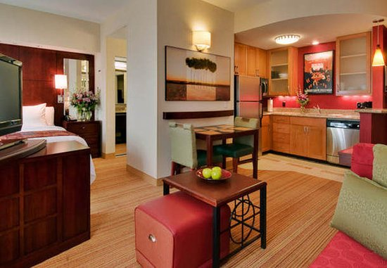 Port Saint Lucie, ฟลอริด้า: Our studio suites are a great fit for over-night business travelers.