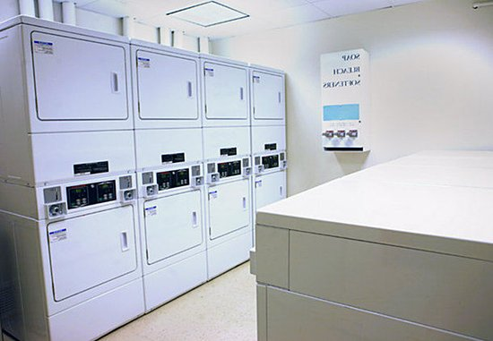 Port Saint Lucie, ฟลอริด้า: Our extended stay guests enjoy the convenience of our on-site laundry facility.