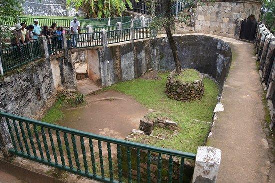 Ambohimanga: загон для жертвенных зебу