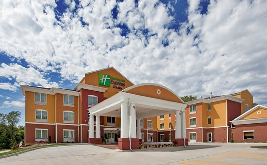 Holiday Inn Express Hotel & Suites Kansas City Sports Complex: Hotel Exterior