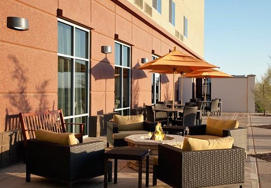 Fairfield Inn & Suites Phoenix Chandler/Fashion Center: Outdoor Courtyard